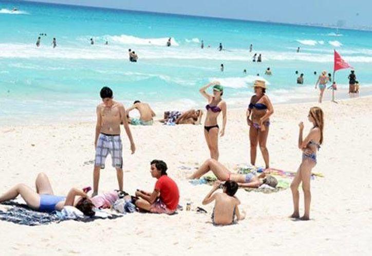 Las autoridades mantendrán los operativos hasta el día 6 de enero, en carreteras, playas zonas turísticas del Estado. (Redacción/SIPSE)