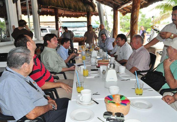 Anuncian otras reuniones con la comunidad de Puerto Morelos para aclarar las dudas que se tengan en torno al proyecto. (Jesús Tijerina/SIPSE)