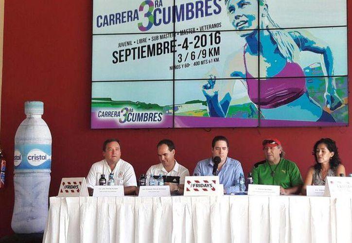 La Carrera Cumbres 2016 será a beneficio del H. Cuerpo de Bomberos de Benito Juárez. (Raúl Caballero/SIPSE)
