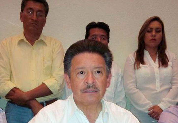 De gira de trabajo por Guanajuato, Navarrete dijo que los militantes del PRD son gente honesta y trabajadora. (Notimex)