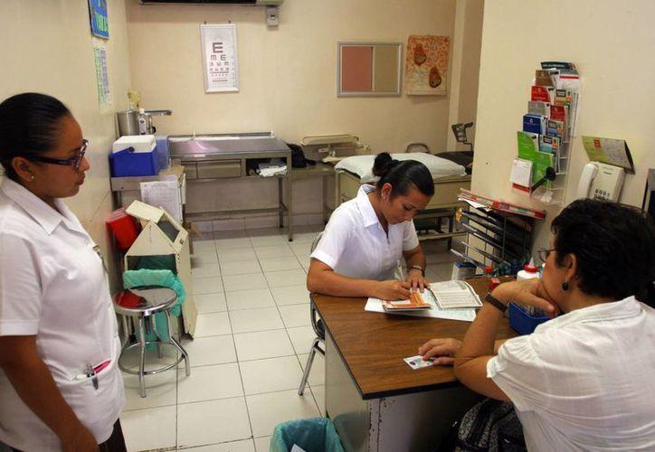 El Equipo de Respuesta Inmediata de la Delegacional del IMSS en Yucatán es el encargado de monitorear a las mujeres embarazadas desde el momento que se detecta algún factor de riesgo. (Milenio Novedades)