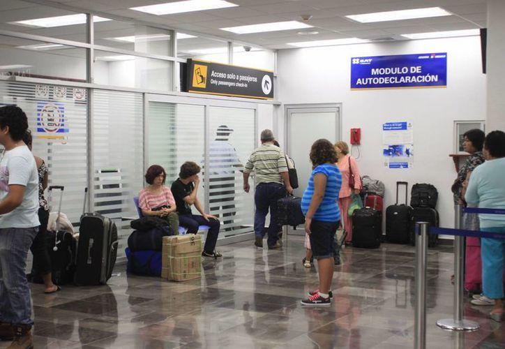 Con la ampliación del aeropuerto capitalino, la región sur será una de las más importantes conectoras de vuelos del país. (Harold Alcocer/SIPSE)