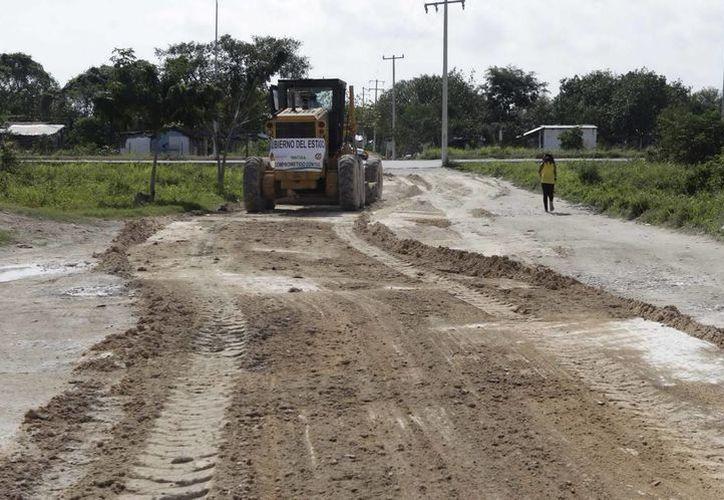 Se niveló el camino, que tiene una superficie de 160 metros lineales por ocho metros de ancho. (Cortesía/SIPSE)