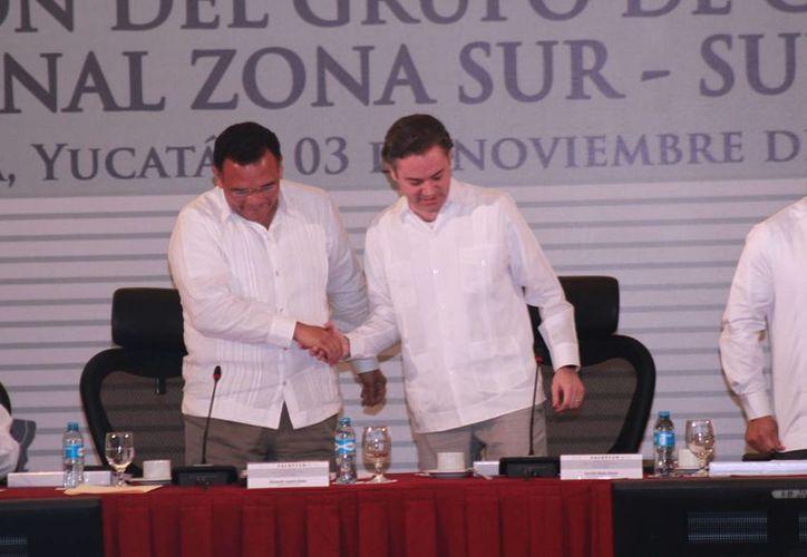El gobernador Rolando Zapata y el titular de la SEP, Aurelio Nuño, durante la concreción del 'Acuerdo Mérida' por la educación. (Fotos: Jorge Acosta/SIPSE)