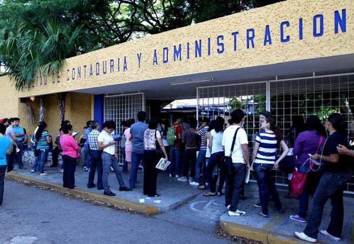 El estudio de ciencias económico-administrativas en la Uady resulta atractivo para estudiantes extranjeros, sobre todo españoles. (SIPSE)