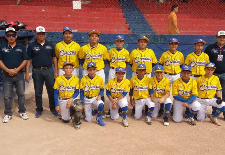 El equipo que representa a Quintana Roo en el campeonato de béisbol. (Raúl Caballero/SIPSE)