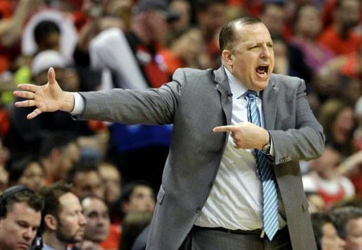 Tom Thibodeau deja el cargo de entrenador de Bulls de Chicago. (AP)