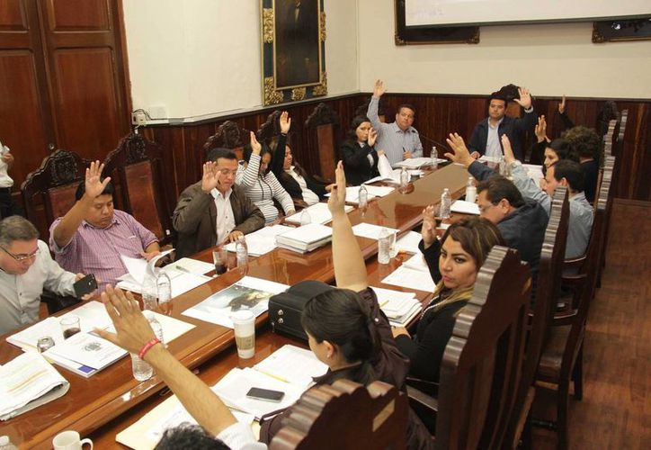 En la sesión de Cabildo de este miércoles se aprobaron diversos puntos, entre convocatorias para licitaciones y donaciones a favor del municipio de Mérida. (SIPSE)