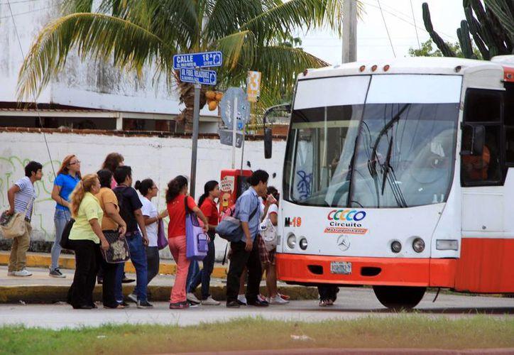 Una mínima parte de los autobuses de transporte público tienen menos de cuatro años de antigüedad. (Milenio Novedades)