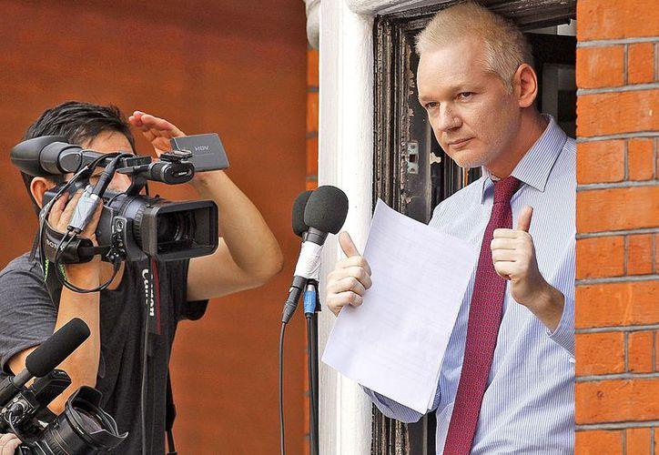 En su refugio, Assange ha recibido diversas celebridades, entre ellas la cantante Lady Gaga. (Archivo/AP)