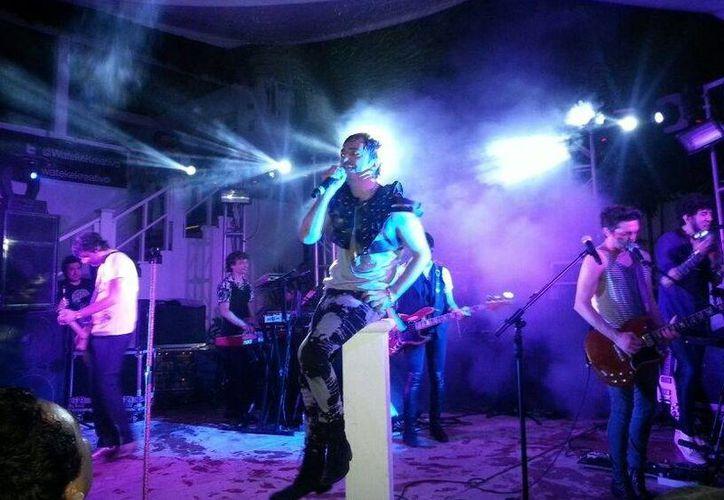 """Los Babasónicos promocionaron desde el primer momento su  nuevo material discográfico titulado """"Romantisísmico"""". (Adrián Barreto/SIPSE)"""