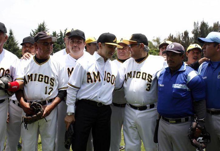 El juego de beisbol donde se encontraron Mancera y López Obrador se desarrolló en el Deportivo Alianza de Tranviarios de México. (Notimex)