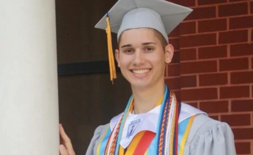 """Los padres de Owen lo obligaron a ir a una """"terapia de conversión"""" con un consejero cristiano. (Infobae)"""