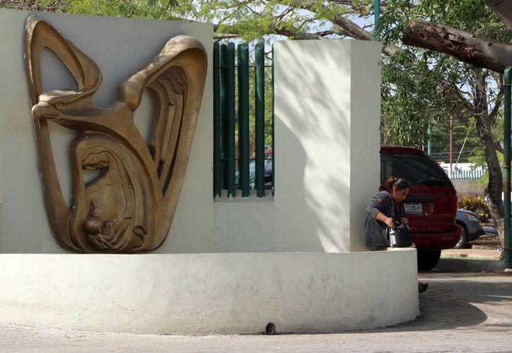 Especialistas del IMSS detallaron los riesgos y consecuencias del padecimiento sanguíneo causado por el mieloma múltiple, un tipo de cáncer en la sangre. Imagen de contexto de la entrada de IMSS en Yucatán. (Milenio Novedades)