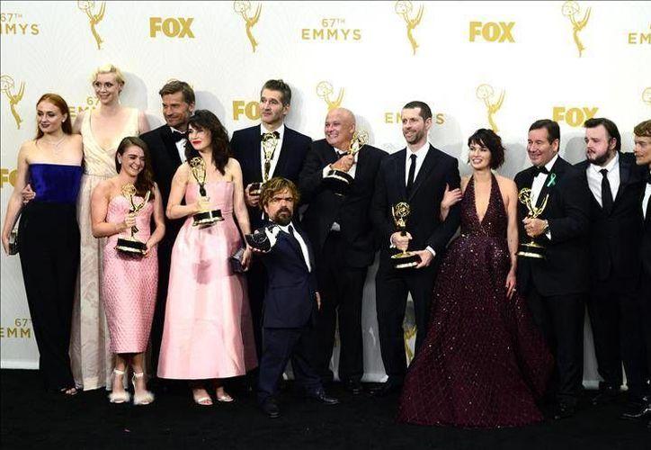 """El reparto de la serie """"Game of Thrones"""" fue la más premiada en la 67 edición de los premios Emmy, quien habría sido vista por 4 millones de personas menos que en 2014. (Archivo EFE)"""