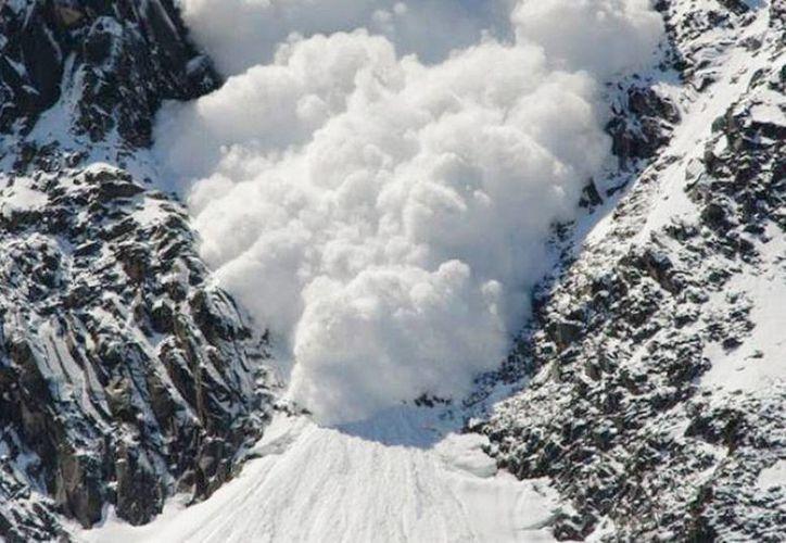 La avalancha letal se produjo pocos días después de que un alud arrastrara a un grupo escolar en los Alpes, matando a tres personas. (Archivo/Agencias)