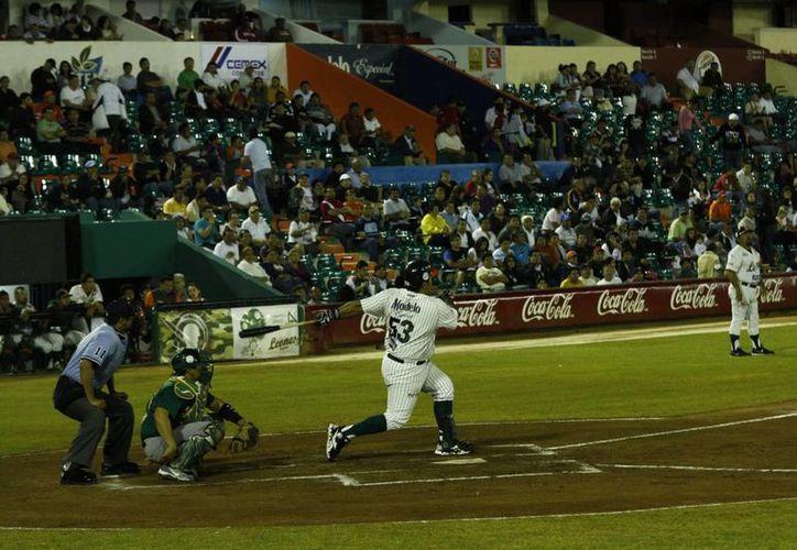 El cañonero regiomontano Roberto Saucedo conectó anoche su jonrón 300 en Liga Mexicana. (SIPSE)