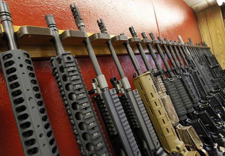 Tráfico de armas y compras por intermediarios serán castigados hasta con 25 años de prisión. (Agencias)