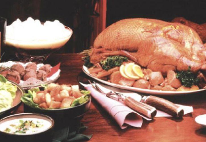 Para las cenas de Navidad y Año Nuevo se sugiere probar porciones pequeñas de los platillos. (Milenio Novedades)