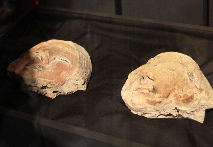 Una investigación reveló que el clima afectó a las civilizaciones más antiguas de América. Fotografía cedida por el Ministerio de Cultura que muestra a dos cabezas de estatuas en referencia a personajes de 80 centímetros de altura que fueron halladas en Vichama, Perú. (EFE)