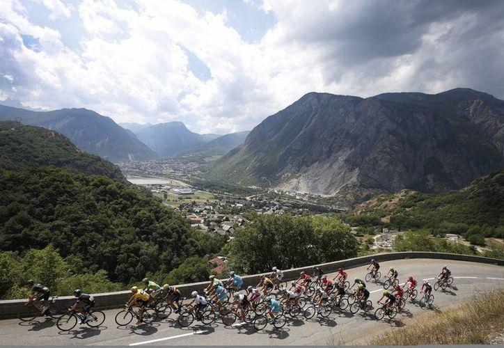 En la 103 edición del Tour de Francia, que comenzará el próximo sábado, se instalarán cámaras térmicas para evitar que haya ciclistas con motores. (EFE)