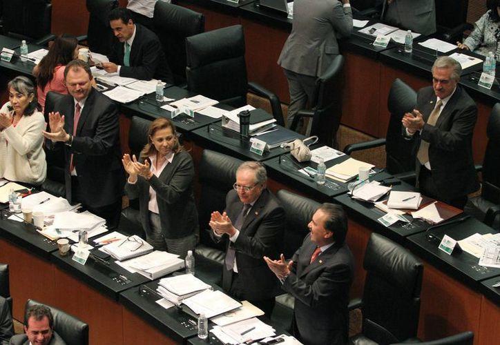 La nueva Ley de Hidrocarburos aprobada en el Senado cuenta con 80 reglas que impedirán a los competidores extranjeros dejar de pagar impuestos o ignorar las leyes nacionales. (Notimex)