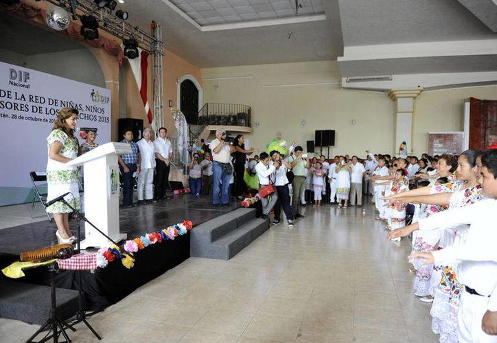 Sara Blancarte, titular del DIF Yucatán, expresó admiración por quienes desde ahora promoverán y difundirán los contenidos de la Convención sobre los Derechos del Niño de 1989. (SIPSE)