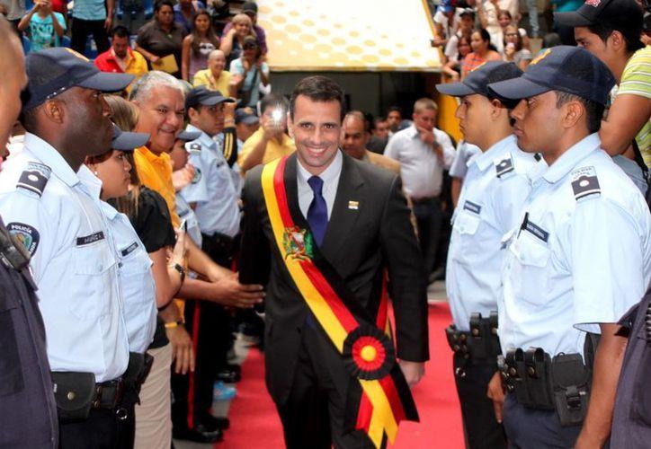 El líder de la oposición venezolana, Henrique Capriles, asiste al acto de posesión como gobernador del estado Miranda, en Caracas, Venezuela. (EFE)
