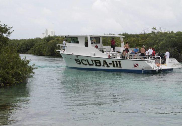 Los turistas también realizan buceo, pesca y paseos deportivos. (Tomás Álvarez/SIPSE)