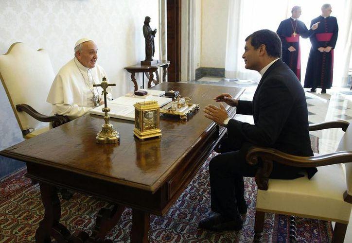 El pontífice y el mandatario platicaron unos 20 minutos. (EFE)