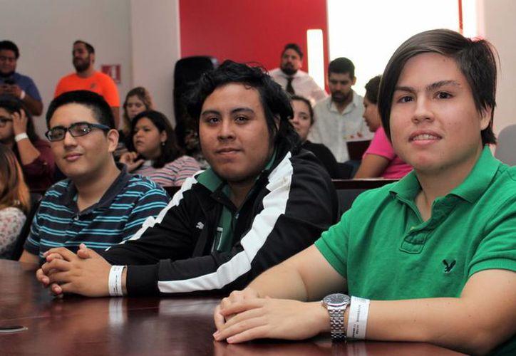 Jóvenes estudiantes participaron en el encuentro 'Simposium de innovación y emprendimiento'.. (Milenio Novedades)
