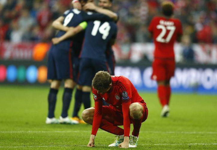 La alegría y el dolor estuvieron presentes en el Allianz Arena de Múnich, tras la eliminación del Bayern Múnich, 'a pies' del Atlético de Madrid. (AP)