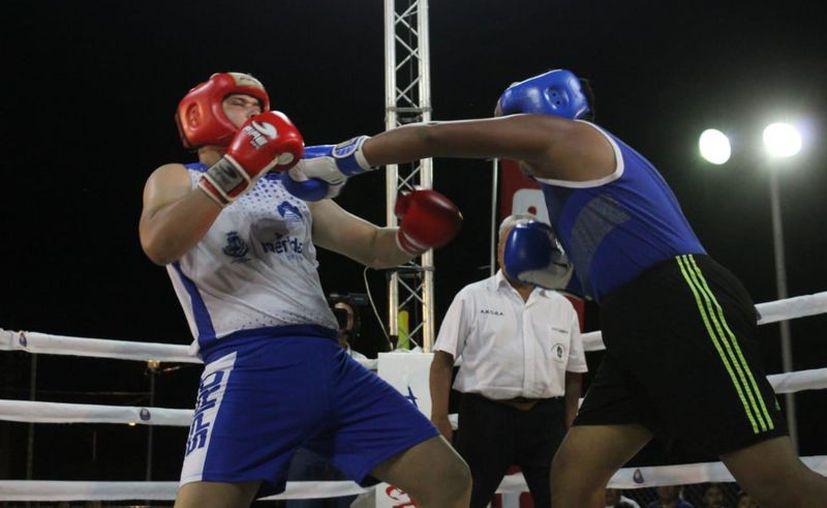 Los boxeadores buscan lograr su pase a la última etapa.  (Novedades Yucatán)