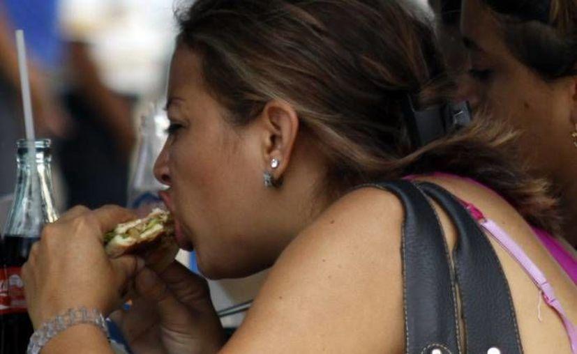 Comer en la calle es uno de los detonantes de los casos de diarrea en Yucatán. (SIPSE/Archivo)