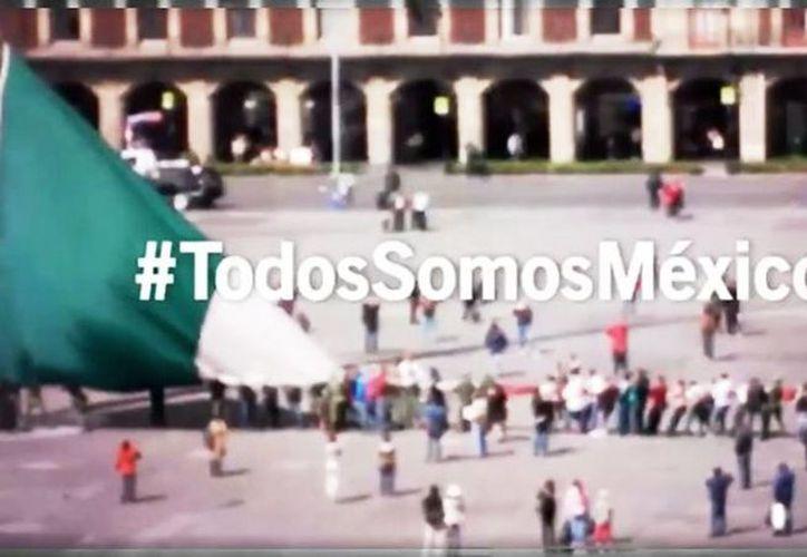 El titular del Ejecutivo colocó un video en su perfil de Facebook, en donde se ve que militares y ciudadanos rescatan a la bandera de México. (Captura de pantalla/Facebook Enrique Peña Nieto)