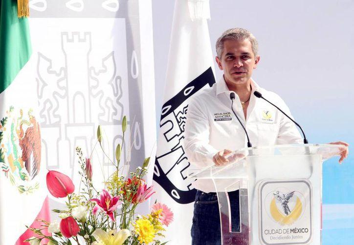 Miguel Ángel Mancera, Jefe de Gobierno del DF, reconoció que para incrementar el salario mínimo en la capital será necesario modificar más de 200 leyes. (Foto archivo/Notimex)