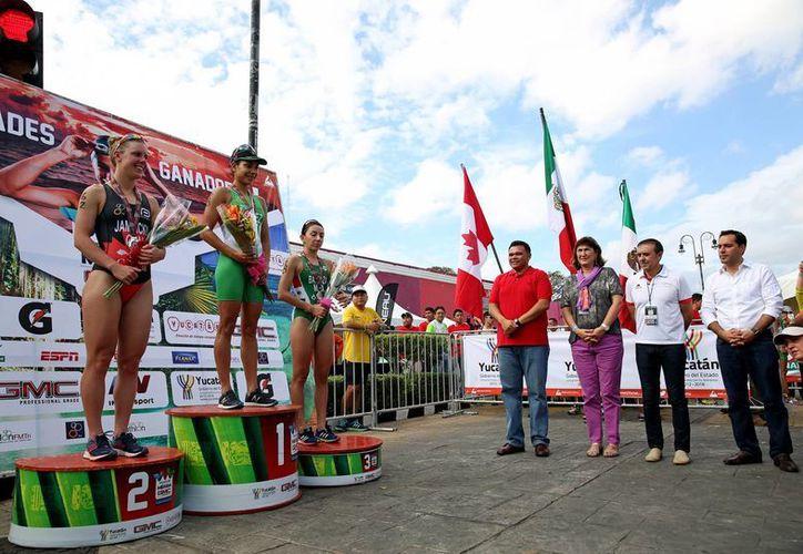 En el marco del Triatlón Mérida GMC 2016 el gobernador Rolando Zapata declaró que 'nos vamos consolidando como una capital deportiva en el sureste'. (Foto cortesía del Gobierno de Yucatán)