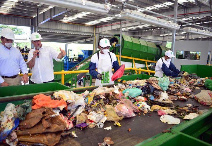 La nueva planta puede procesar 800 toneladas de residuos al día. (Milenio Novedades)