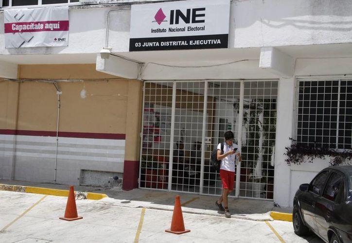 El INE continúa con la capacitación de funcionarios de casillas. (Tomás Álvarez/SIPSE)