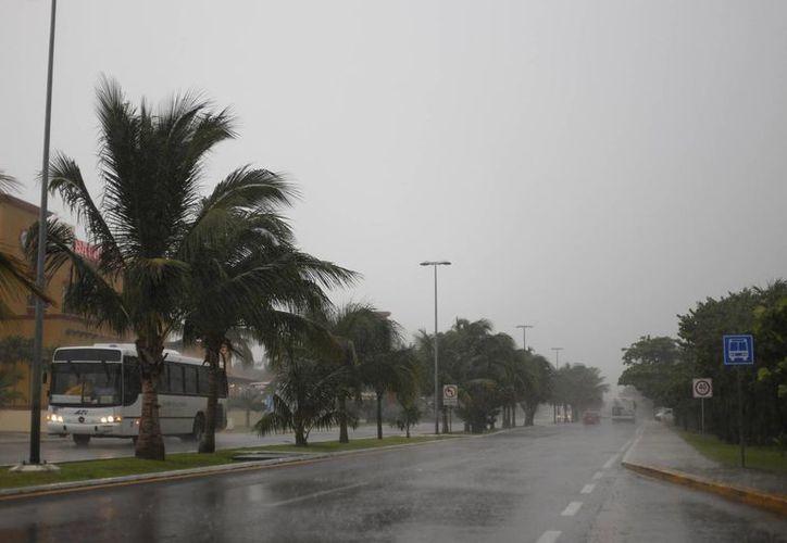 Prevén lluvias ligeras para el fin de semana en Cancún. (Israel Leal/SIPSE)
