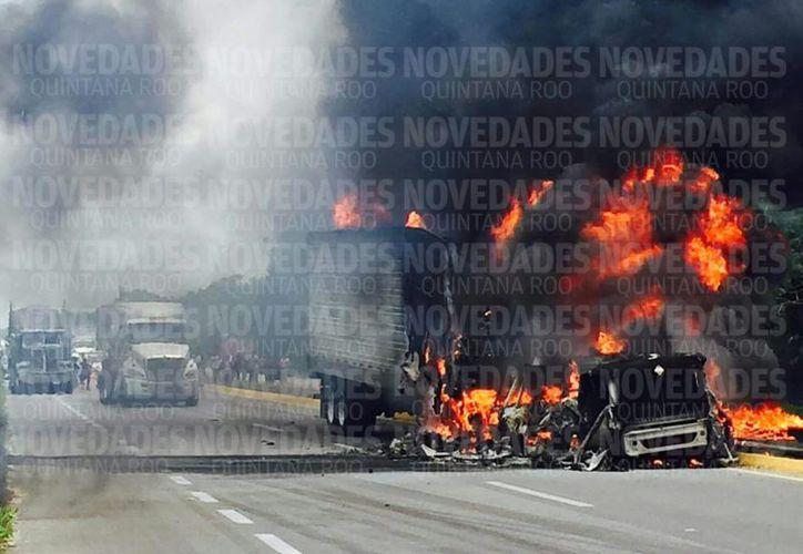 Autoridades municipales y el Heroico Cuerpo de Bomberos se trasladaron a la zona. (Javier Ortíz/ SIPSE)