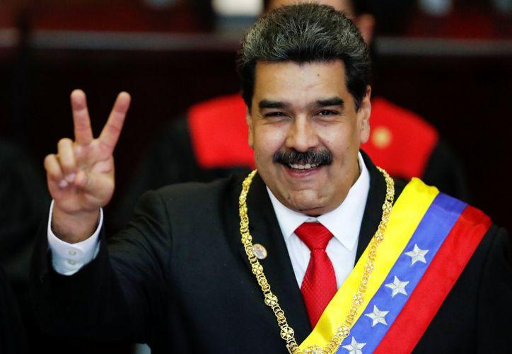 """Nicolás Maduro saludó a México con un """"¡Viva México!"""", durante su investidura. (Reuters)"""