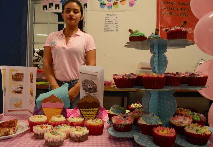 Se presentaron nuevos sabores de merengues para pastel, bocadillos para ocasiones especiales, entre otros productos. (Victoria González/SIPSE)