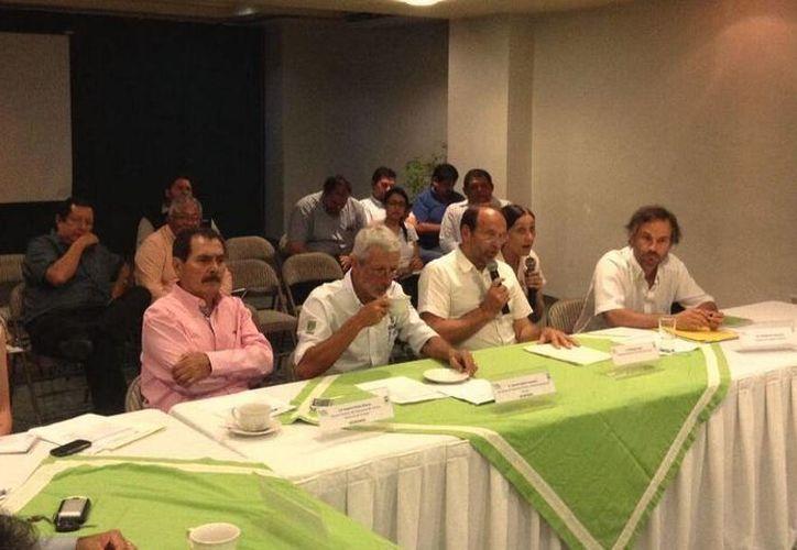 Los expertos franceses y las autoridades yucatecas coincidieron en la necesidad de trabajar en favor del agua. (Twitter.com/@conaguayucatan)
