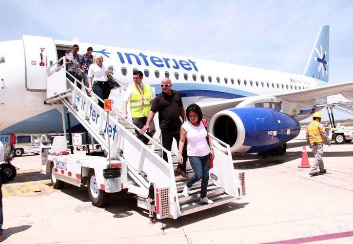 El nuevo vuelo La Habana-Mérida fortalece las relaciones históricas entre Cuba y Yucatán. (Foto: Jorge Acosta/Milenio Novedades)