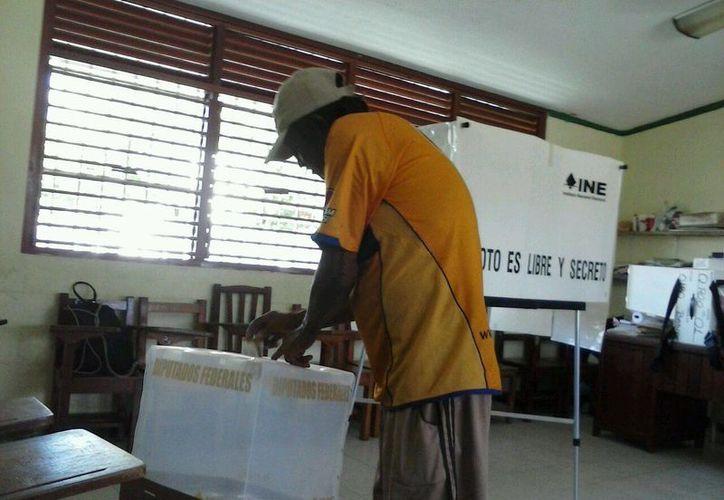 A las 8 de la mañana comenzaron las votaciones en Puerto Morelos. (Redacción/SIPSE)