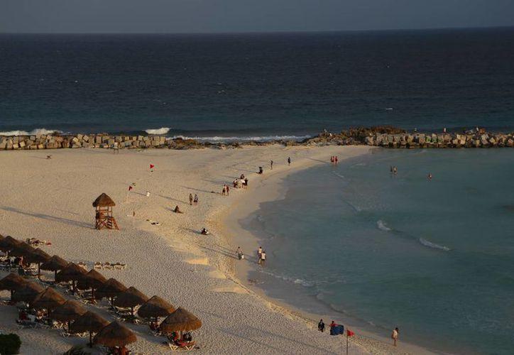 Por el momento en el litoral no existe un recale importante de sargazo. (Israel Leal/SIPSE)
