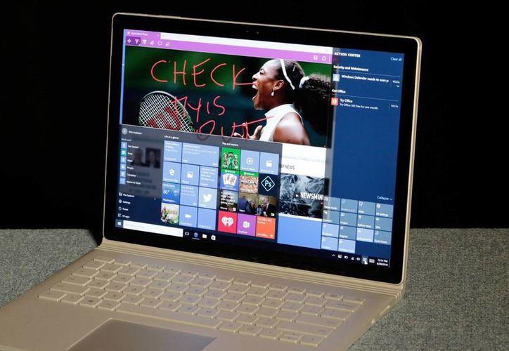 Los dispositivos que ya cuenten con Windows 10 podrán obtener la actualización 'aniversario' sin costo. (AP)