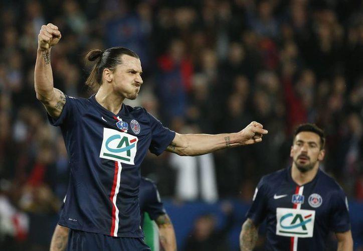 Zlatan Ibrahimovic se despachó con tres goles, uno de ellos un autopase frente al portero rival, para que PSG ganara 4-1 a Saint Etienne y calificara a la final de la Copa de Francia. (EFE)