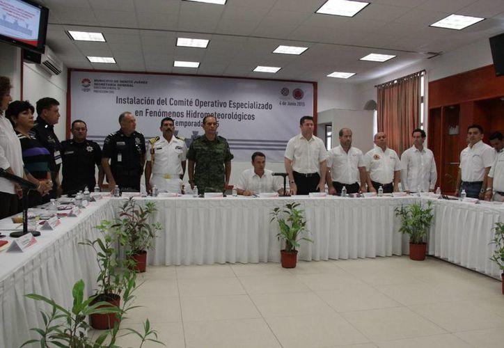 En el acto estuvieron presentes autoridades municipales, estatales y federales. (Consuelo Javier/SIPSE)